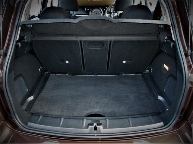 荷室のプライバシーはトノカバーでキープできます、安心のリアスモークガラスです