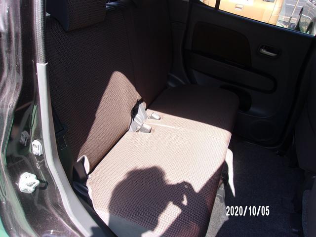 運転席側後部座席:目だった汚れ等はございません。
