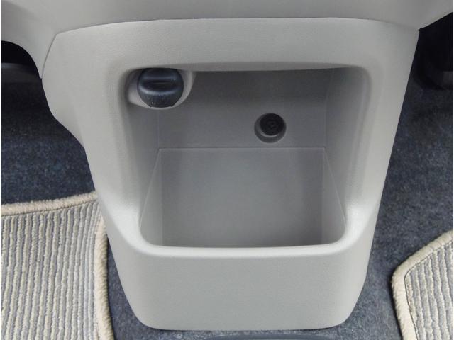 小物入れも充実しております、運転席から届くセンターにあるので便利ですね!