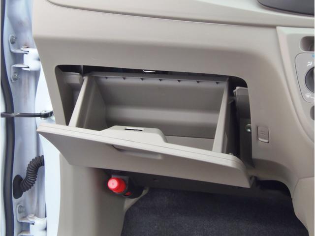 助手席側にも収納スペースがあります、たくさん収納出来ていいですね!