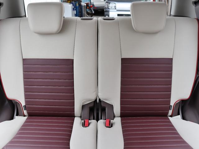 シートの色が明るめですので車内も明るい印象です。