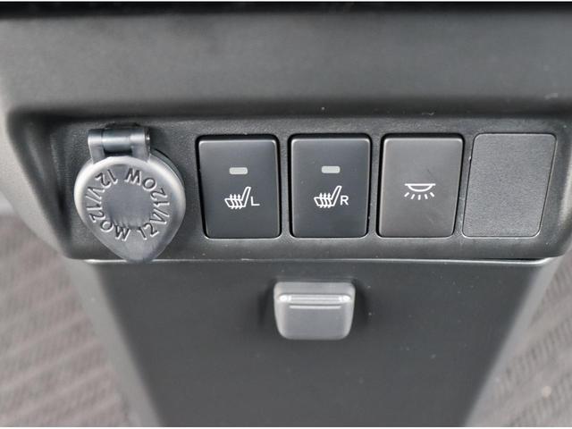 運転席・助手席側にシートヒーターが付いております。