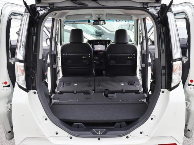 二列目のシートが二列目の足元に畳めますので、さらに荷室が広く出来ます。