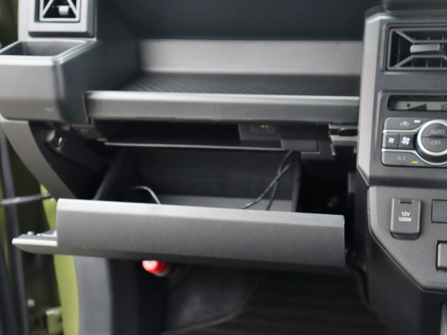 グローブボックスです!車検証入れを入れても小物も収納ができますね!