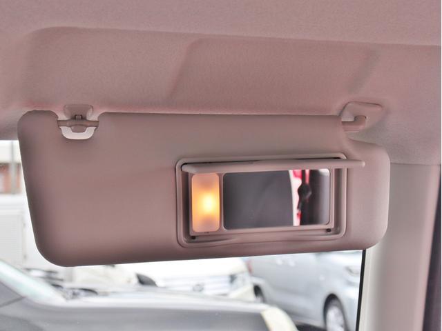 サンバイザーに鏡が付いております!