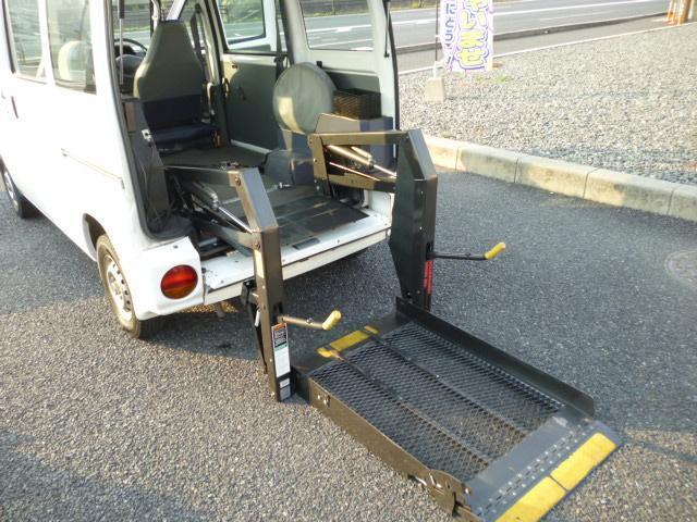 福祉車両 スイングアームリフト 4人乗り(18枚目)