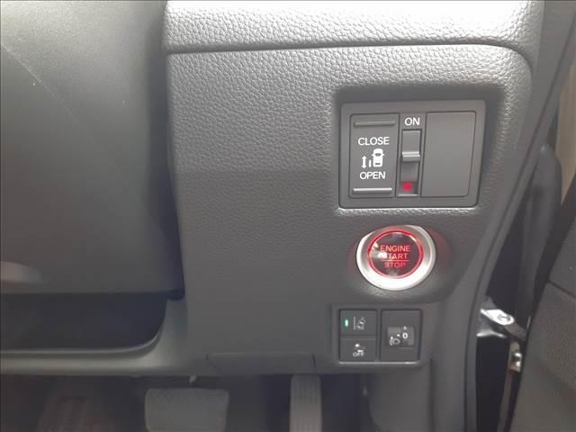 カスタム L 届け出済み未使用車 衝突軽減B レーダークルーズ LEDオートライト&フォグ 車線逸脱警報 リアPセンサー スマートキーx2 プッシュS 電動D シートヒーター 専用エアロ&AW ナビ装着用SPパック(17枚目)