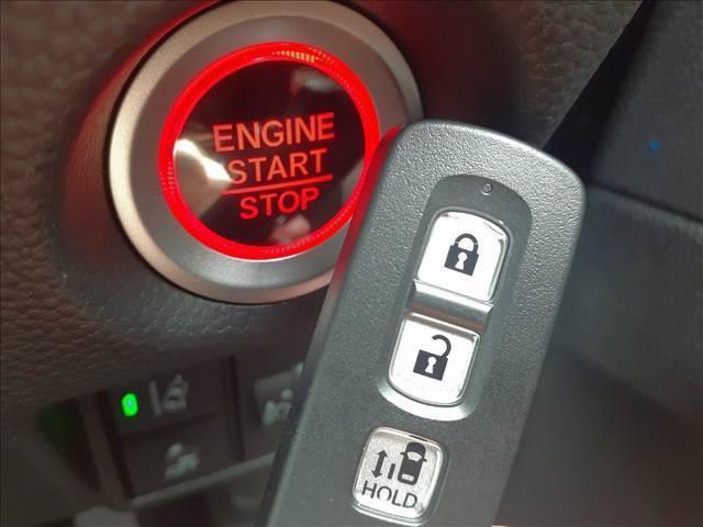 カスタム L 届け出済み未使用車 衝突軽減B レーダークルーズ LEDオートライト&フォグ 車線逸脱警報 リアPセンサー スマートキーx2 プッシュS 電動D シートヒーター 専用エアロ&AW ナビ装着用SPパック(18枚目)