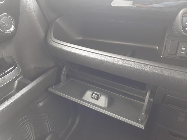 カスタム L 届け出済み未使用車 衝突軽減B レーダークルーズ LEDオートライト&フォグ 車線逸脱警報 リアPセンサー スマートキーx2 プッシュS 電動D シートヒーター 専用エアロ&AW ナビ装着用SPパック(30枚目)