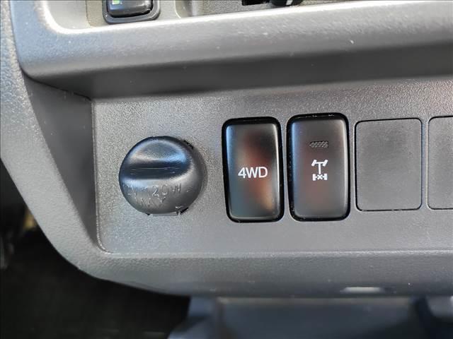 スタンダード 農用スペシャル 5速マニュアルミッション 切り替え4WD デフロック 純正CDオーディオ AUX ETC 荷台ライト エアコン エアバック パワーステアリング 純正ドアバイザー 純正ゴムフロアマット 人気のブラック(14枚目)