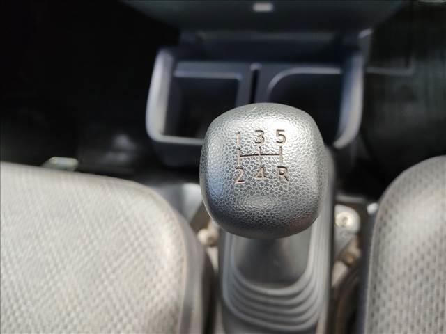 スタンダード 農用スペシャル 5速マニュアルミッション 切り替え4WD デフロック 純正CDオーディオ AUX ETC 荷台ライト エアコン エアバック パワーステアリング 純正ドアバイザー 純正ゴムフロアマット 人気のブラック(16枚目)