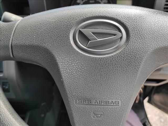 スタンダード 農用スペシャル 5速マニュアルミッション 切り替え4WD デフロック 純正CDオーディオ AUX ETC 荷台ライト エアコン エアバック パワーステアリング 純正ドアバイザー 純正ゴムフロアマット 人気のブラック(19枚目)