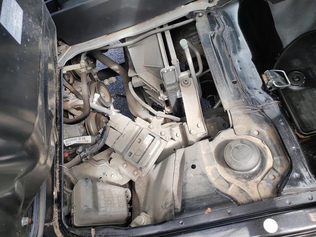 スタンダード 農用スペシャル 5速マニュアルミッション 切り替え4WD デフロック 純正CDオーディオ AUX ETC 荷台ライト エアコン エアバック パワーステアリング 純正ドアバイザー 純正ゴムフロアマット 人気のブラック(26枚目)