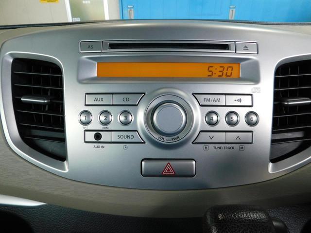 純正オーディオが装備されています。ナビゲーションシステム、ETC等のお取り付けもお気軽にご用命下さい\(^o^)/