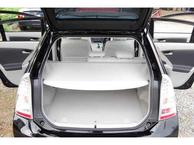 ■ 魅力の一つ、様々なシートアレンジが可能! 遠方などのドライブ や アウトドアなど かなり使えます! しかも、車両状態(内/外状態&装備・履歴など)& 修復歴無 & 使用感ゼロ の好条件車両です!!