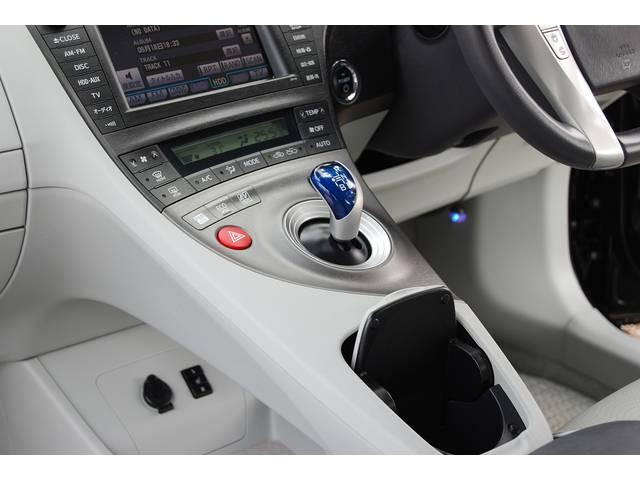 ■ オプション&豪華装備の『前席シートヒーター』 『本皮巻ステアリング&操作スイッチ(各マルチ/電話/レーダー/各モード)』 『各モード(電気モード他)設定』 『全窓フルAUTO』などなど多数搭載!!