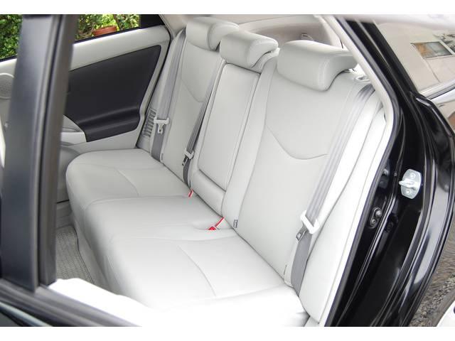 ■ 後席部分もこの状態です! シートコンディションだけでなく、 オプション装備 『上級モデルのフロアアット』 も、とてもキレイです! ここまでの装備/グレード & 好条件車両はとても珍しいですね!!