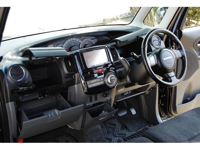 ■ タントの特徴、軽自動車なのに驚くほどの内装の広さ&室内収納の数に 専用(エアロ/アルミホイル/HID など)を装備した人気のカスタムグレード!! さらに、人気&希少のブラック&OP多数な車両です!