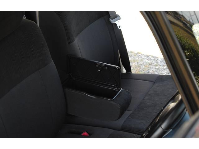■ 可動式アームレスト&収納ボックスです!! 運転中など、肘を置ける or 置けない たったこれだけでも運転中の疲れが違うんです! 現在、綺麗な状態で、気持ち良くお乗り頂ける様仕上げております!!