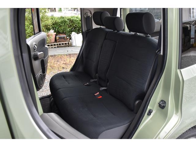 ■ 2列目シートは、多様なシートアレンジ(前⇔後、背面&座席フラットまで!)が可能です!!使い方次第で大きな荷物も楽々収納です!! 特殊クリーニング施工済車両なので、購入後、気持ちよくお乗り頂けます!