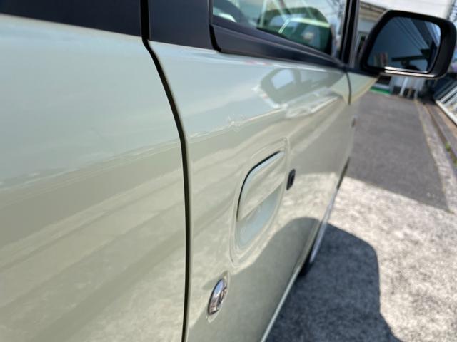 運転席ドアに小凹みがございます。