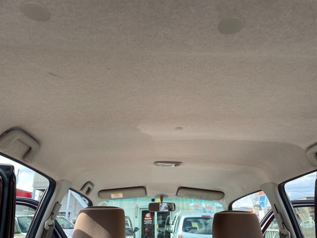 天井にも目立つシミ、黄ばみ等無く綺麗な状態を保っております。