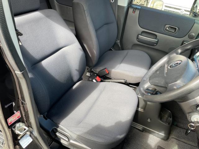 運転席シート多少の汚れ等ございますが綺麗な状態を保っている方ではないでしょうか。