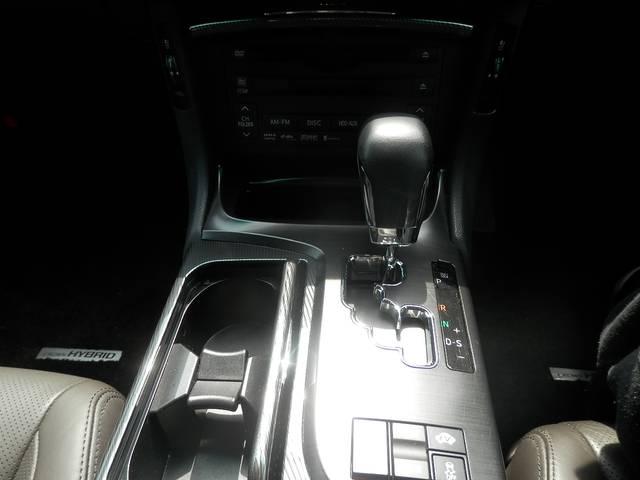 トヨタ クラウンハイブリッド ベースグレード