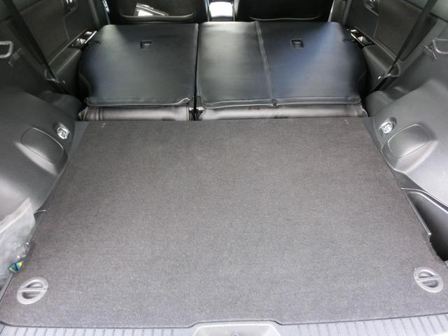 後部座席を倒すと大きな荷物も積載可能です!