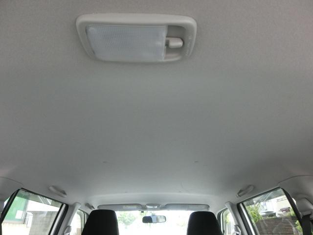 商用バンの多くは車内ルーフにヤニ汚れや荷物による擦り傷がありますが、当社のプロボックスは非常に良い状態を保っております。
