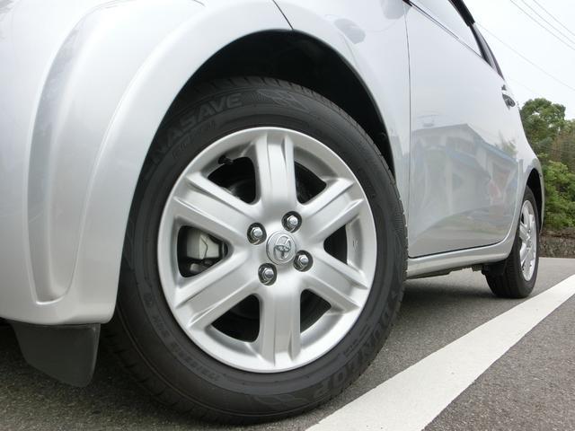 純正アルミ!タイヤの溝は4本全てしっかりと残っております!走行距離が少なく、安心の実走行距離です!
