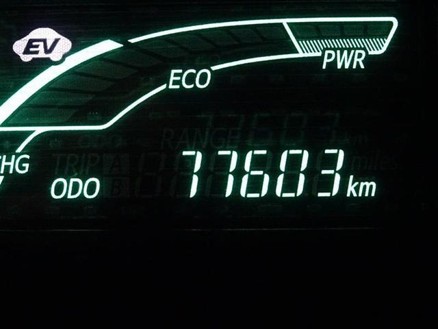走行距離、燃料消費量、平均速度、現在の燃料消費率など、色々表示するオンボードコンピュータ。