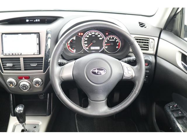 2.0XS ブラックレザーセレクション 4WD ナビ ETC パワーシート シートヒーター オートクルーズ プッシュスタート HID フロントフォグ 17インチアルミ(6枚目)