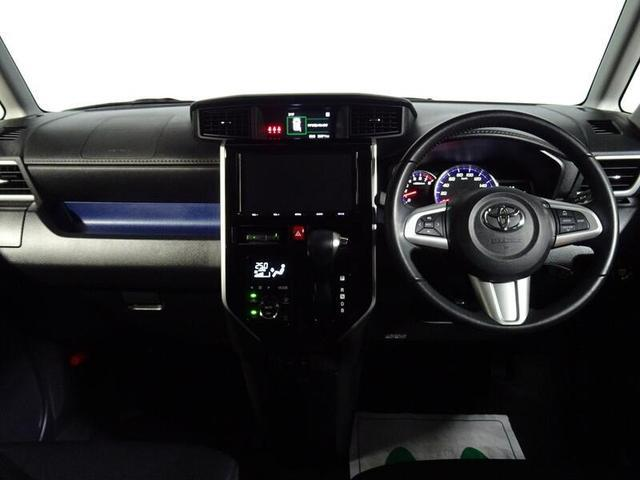 運転席から手の届く範囲にオーディオが配置されています