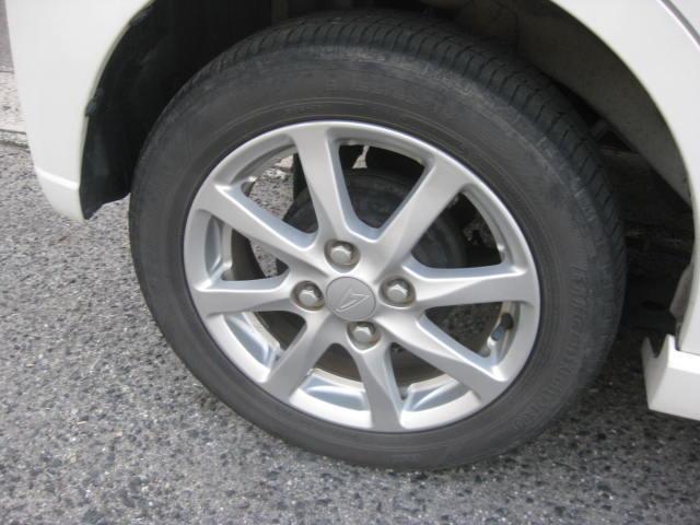 カスタム G 4WD キーフリー タイミングチェーン ナビ フルセグTV DVD再生可 CD ETC プッシュスタート タイヤ4本新品交換 HIDライト フル装備 オートエアコン 室内清掃(18枚目)