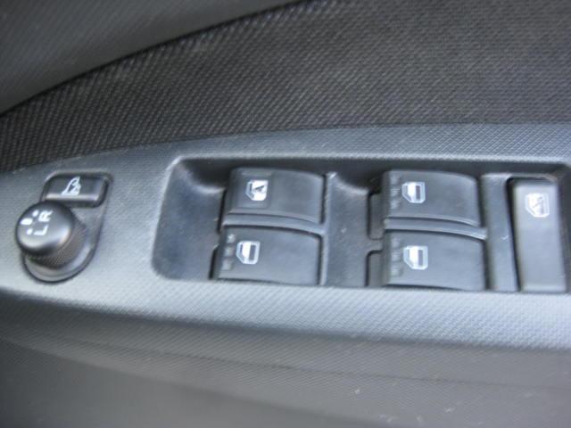 カスタム G 4WD キーフリー タイミングチェーン ナビ フルセグTV DVD再生可 CD ETC プッシュスタート タイヤ4本新品交換 HIDライト フル装備 オートエアコン 室内清掃(25枚目)