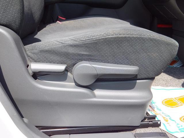 ☆☆☆【運転席にはシートアップリフター機能が付いておりますので、小柄な方でもシート上げることによって前方が見やすく運転できます】★★★