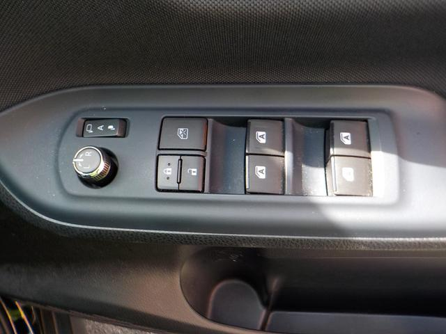 ☆☆☆【ドアミラーは電動格納タイプの電動ミラー装備で、狭い場所に駐車の際は安全のため、ミラーを簡単にたたむことができます】★★★