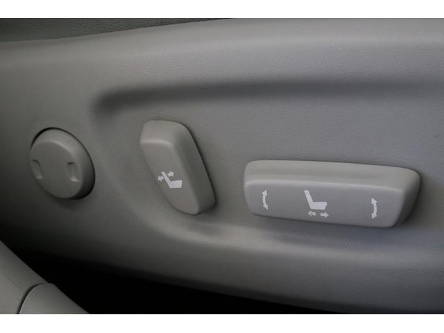 トヨタ プリウス Gツーリング 後期型 LEDヘッド ハーフレザー HV保証付