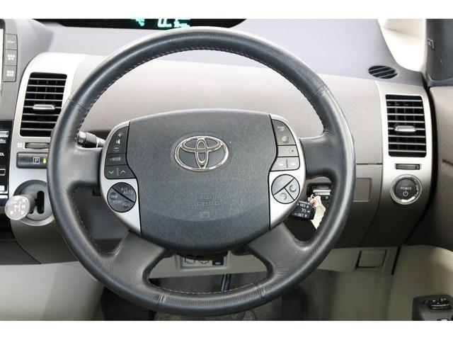 高速道路を走行する時にあると助かるクルーズコントロールを装備。疲労軽減の他に無駄なアクセル操作が減って燃費面でも有利です。