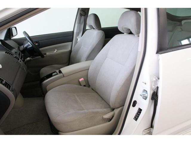 リアシートもキレイです。意外と後部座席も広々としているのでロングドライブでも快適ですよ。