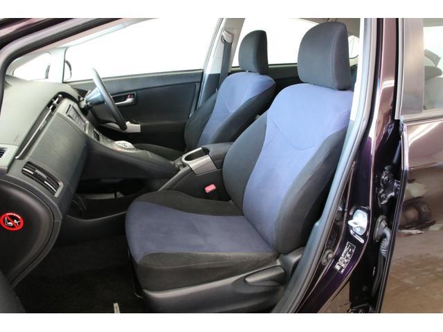 黒×青の内装でとてもオシャレですね。素晴らしいコンディションです。是非とも現車をご覧頂きたいです。