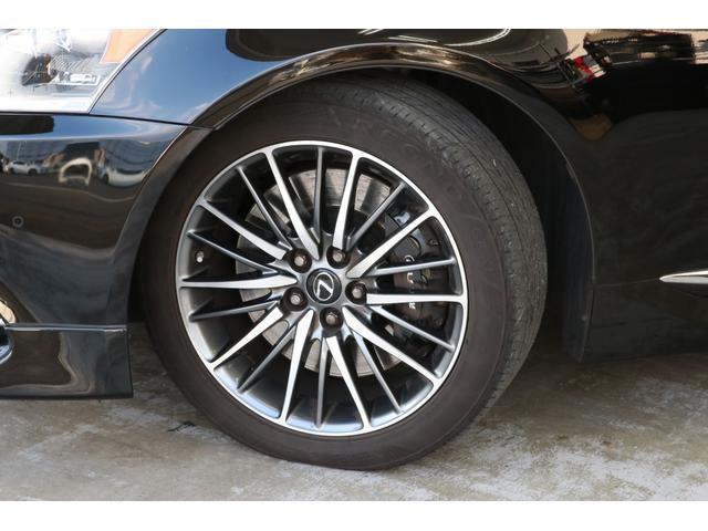 タイヤは最高級のレグノが装備されております。タイヤにお金をかけている車は間違いなく整備にもお金がかかっていますので非常に程度がいいはずです!!