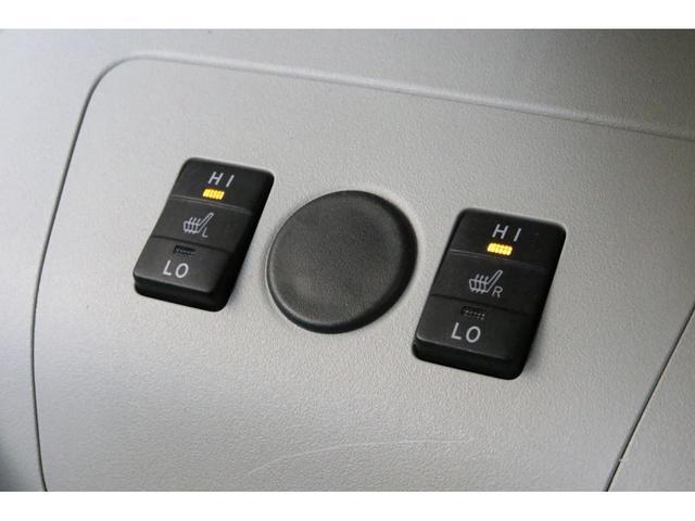 スマートキーは2本揃っていますのでご安心ください。中古車では1本しかないこともざらにありますので2本揃っているのは嬉しいですね。