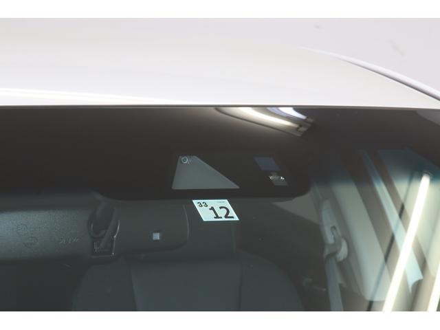 ミリ波レーダーと単眼カメラにより車両はもちろん歩行者までを検知し、ブレーキやステアリングなど車両各部を協調制御します。