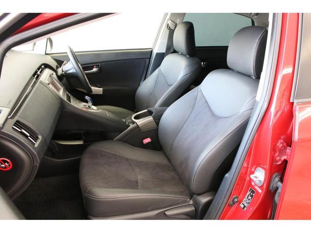 運転席は8wayパワーシート装備。さすが後期型は気合が入っていますね。