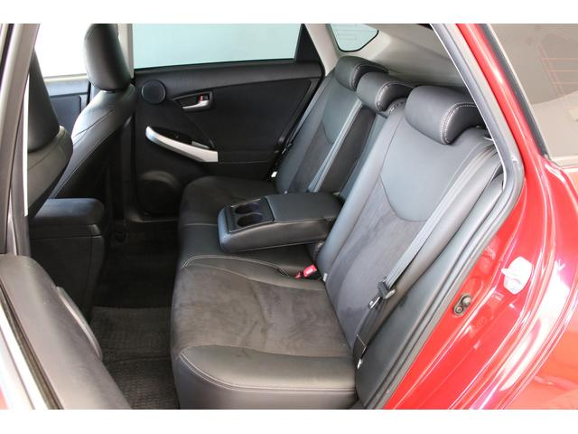 リアシートもとてもキレイです。リアガラスフィルムも装備されておりますので車内の様子もわかりにくくなっております。