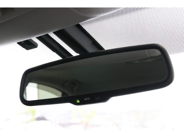 Gグレードは自動防眩ミラーまでありますので夜間も快適。誰しもがLEDヘッドライトやHID搭載車に乗るので後続車のライトは結構なストレスではありませんか?これで少しは解決。
