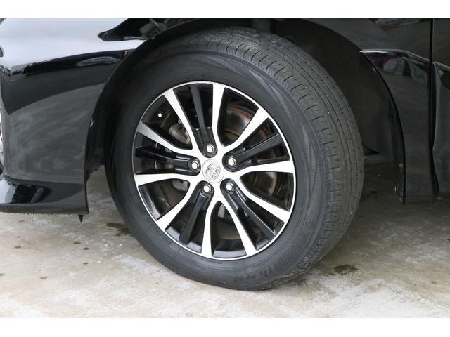 洗練されたデザインのアエラス専用アルミホイールもカッコいいですね。タイヤの溝もまだまだ残っています。