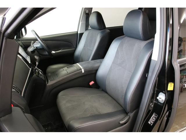 フロントシートです。写真でも伝わると思いますが大変キレイです。運転席はパワーシートですので無断階に細かくシートポジションを選べます。
